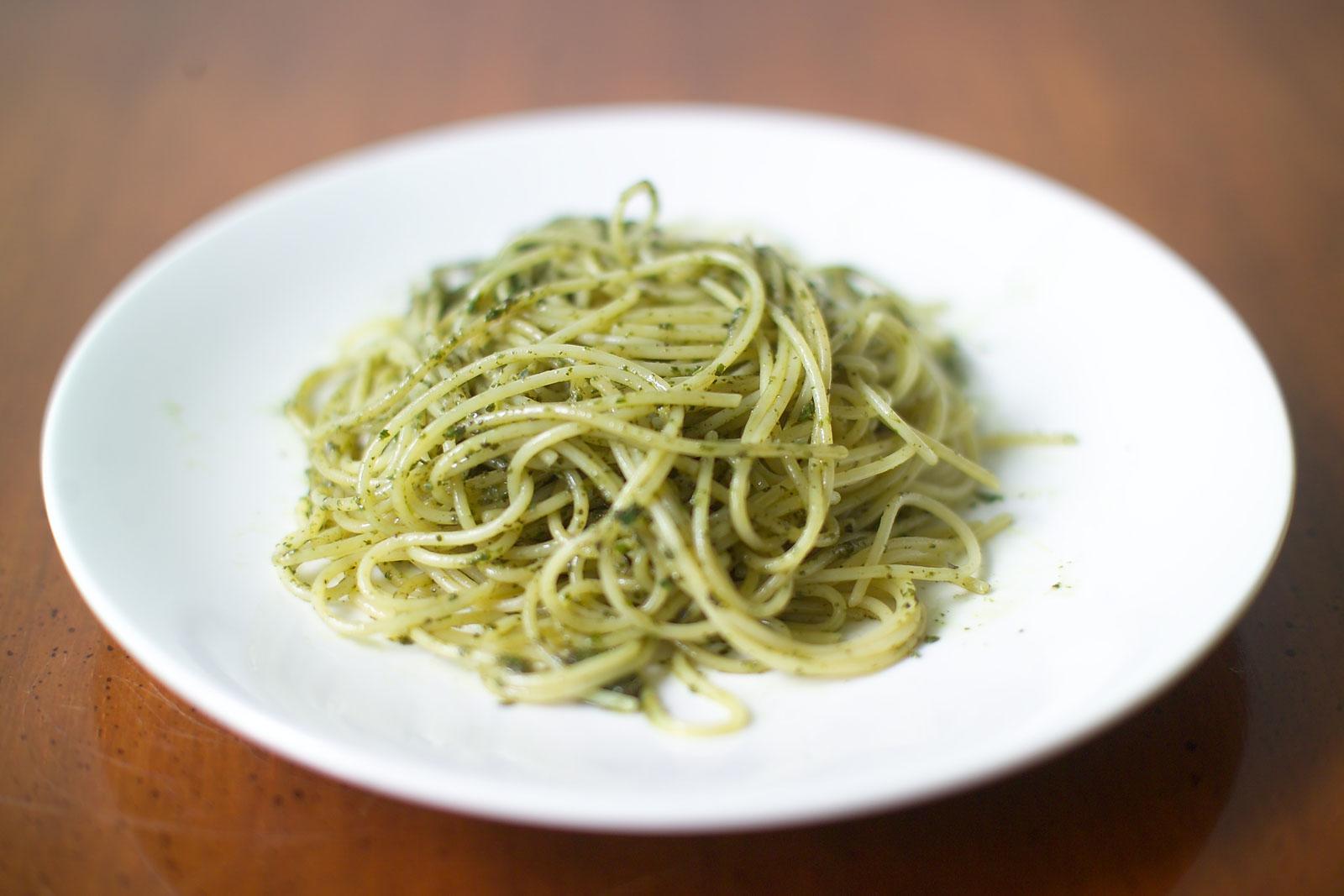 Spaghetti with basil pesto - what I eat